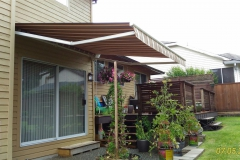 retactable fabric awning Maple Ridge brown